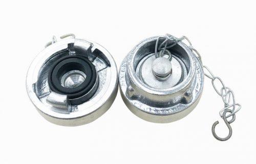 RACORD REFULARE TIP D Racord refulare tip D sunt utilizate pentru imbinarea furtunurilor de transmitere a apei sau substantelor de stingere si pentru legarea la cutiile de hidrant si a surselor de stingere a incendiilor. Corpul racordului este prevazut cu doua gheare de racordare, doua santuri semicirculare de strangere, locasul garniturii de etansare, nervurile exterioare radiale pentru strangere. Racordul refulare este executat din aliaj de aluminiu, Garnitura este din cauciuc. Se vand la set de 2 buc Racord refulare Diametrul de trecere D(mm) Lungime L(mm) Lung.spatiere a(mm) Presiune de lucru (bar) D 18 120 31 16